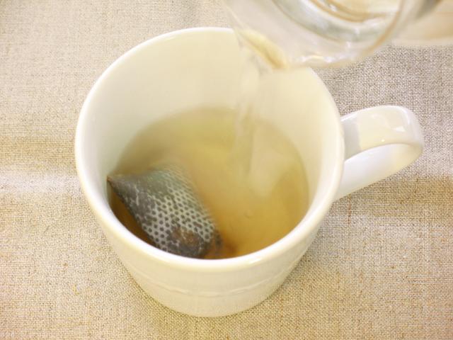熱湯を注ぐ